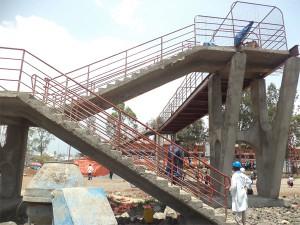 Le pont presque fini suspendu au rond point Instigo, à Goma, RD Congo