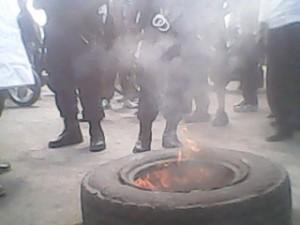 La police Nationale Congolaise entrain de vouloir disperser une des manifestations du mouvement Lucha à Goma, RD Congo