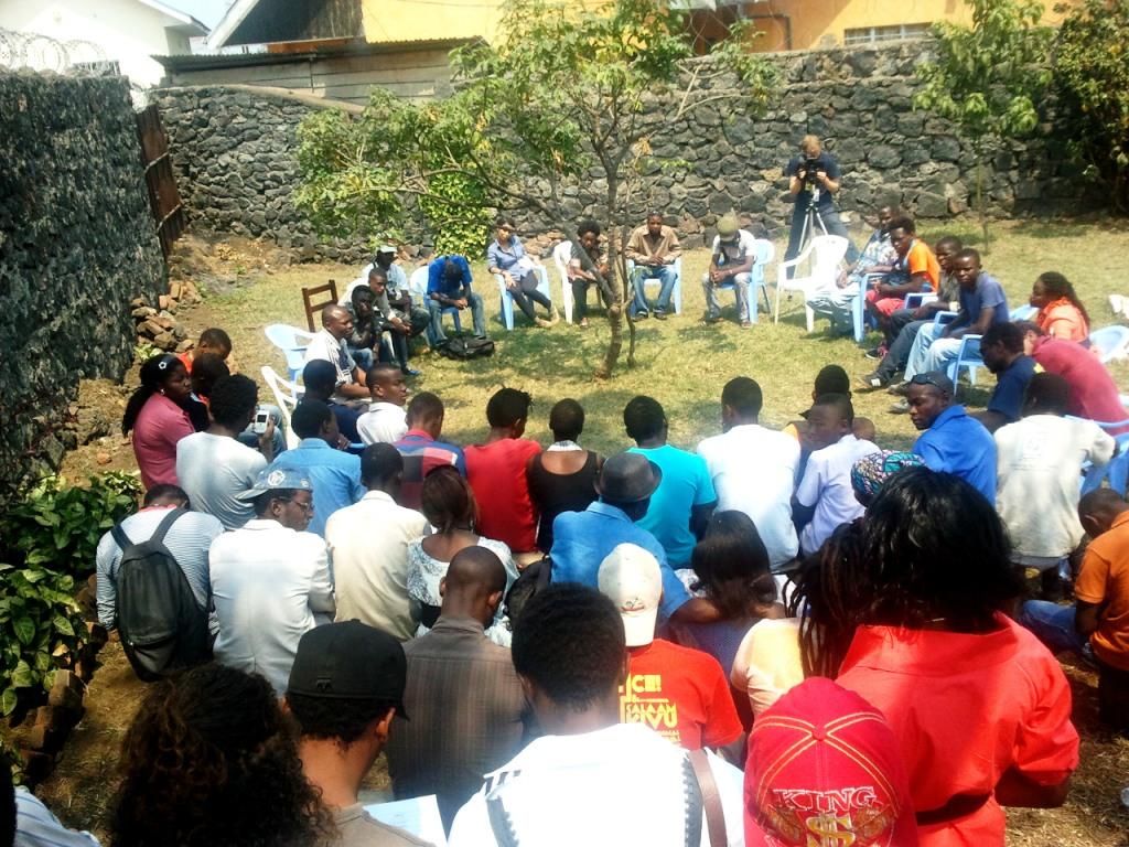 Des participants à la rencontre Approche de l'autre pendant le #SKIFF2013 (Crédit Photo: Ndungi Githuku)